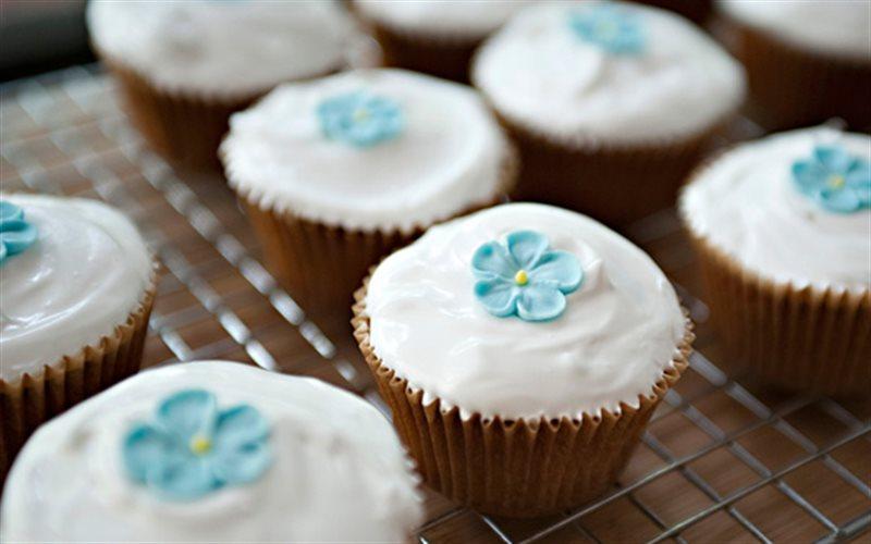 Cách Làm Cupcake Vani Nướng Nở Xốp Mềm Thơm Ngon