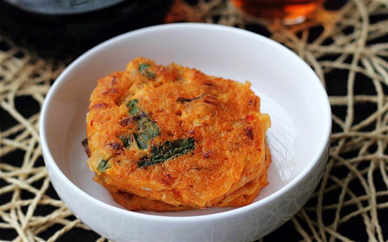 Cách làm Tôm Chiên Kim Chi hấp dẫn đổi món bữa cơm gia đình
