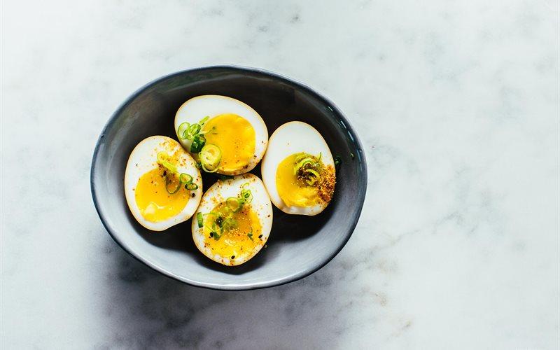 Cách làm Trứng gà lòng đào tẩm nước tương