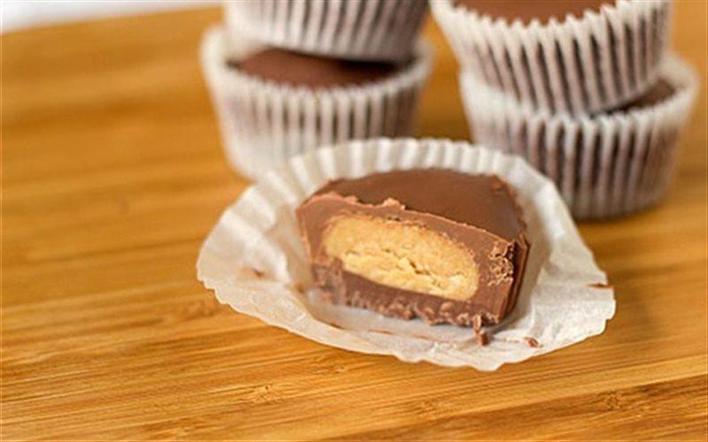 Cách Làm Cupcake Chocolate Nhân Bơ Đậu Phộng Ngon