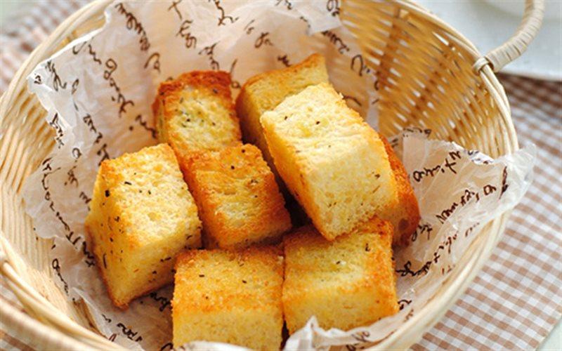 Cách làm Bánh Mì Sandwich Nướng Bơ Tỏi thơm lừng đãi cả nhà