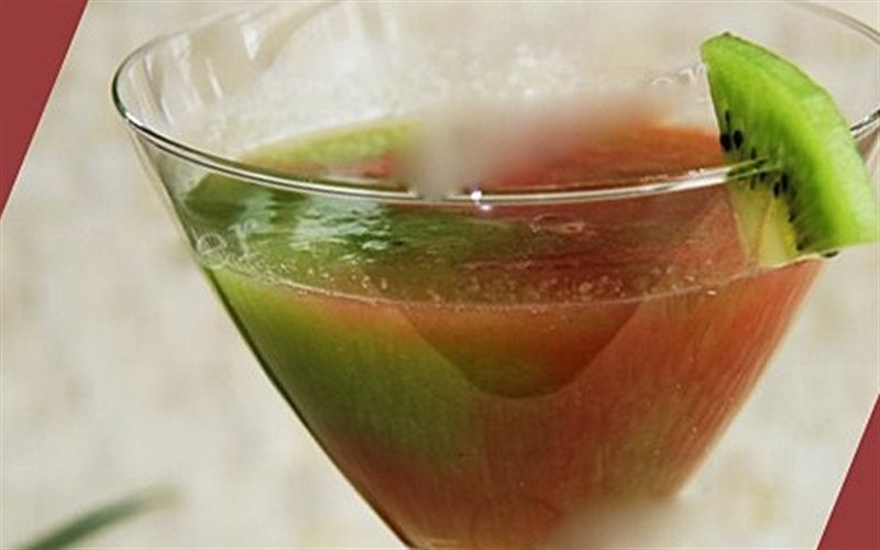 Cách làm nước ép bưởi và kiwi