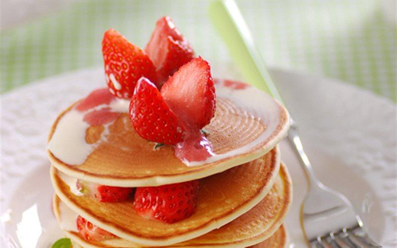 Cách Làm Bánh Pancake Dâu Tây Rưới Nước Cốt Dừa