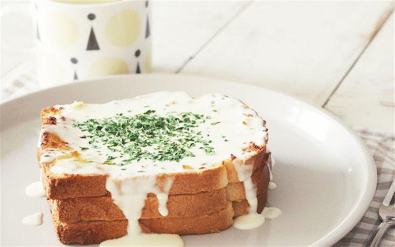 Cách Làm Bánh Mì Phô Mai Tỏi Thơm Ngon Đơn Giản