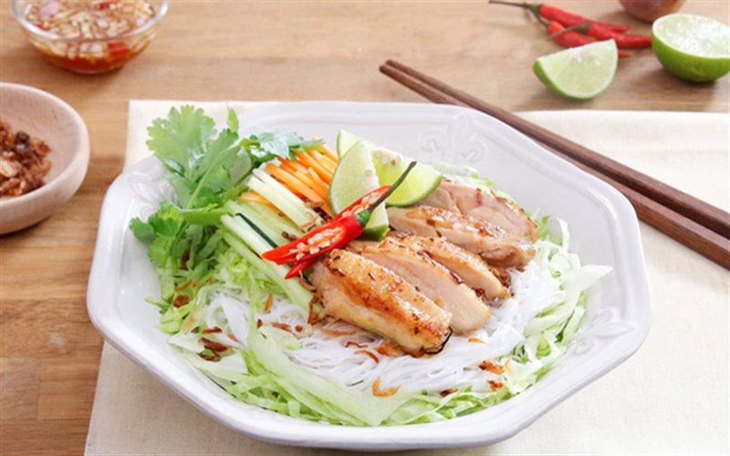 Cách Làm Mì Thịt Gà Trộn Cay Cho Ngày Ngán Cơm