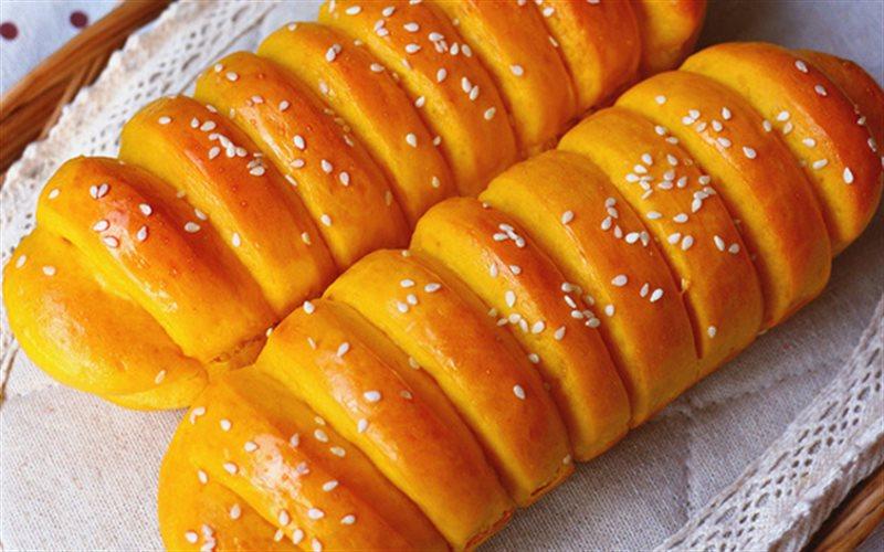 Cách Làm Bánh Mì Vị Bí Đỏ Thơm Ngon Đơn Giản Ở Nhà