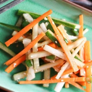 Cách Làm Salad Cà Rốt Dưa Leo Dầu Mè Thơm Ngon