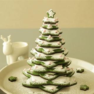 Cách làm bánh quy hình cây thông