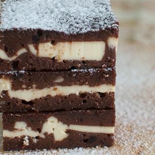 Cách Làm Bánh Chocolate Kẹp Phô Mai Nướng Ngon