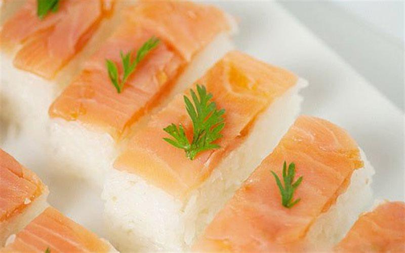 Cách làm Sushi Cá Hồi hấp dẫn, ngon đúng vị Nhật Bản