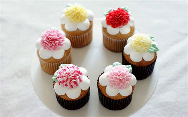 Cách Làm Cupcake Hoa Cẩm Chướng Thơm Ngon Hấp Dẫn