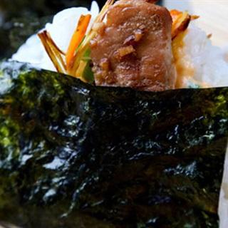 Cách Làm Cơm Nắm Gà Cay Kiểu Nhật Dễ Làm Thơm Ngon