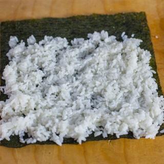 Sushi bơ cá ngừ