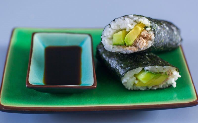 Cách Làm Sushi Bơ Cá Ngừ Thơm Ngon Hấp Dẫn Ở Nhà