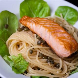 Cách làm Spaghetti Phi Lê Cá Hồi hấp dẫn chuẩn vị nhà hàng