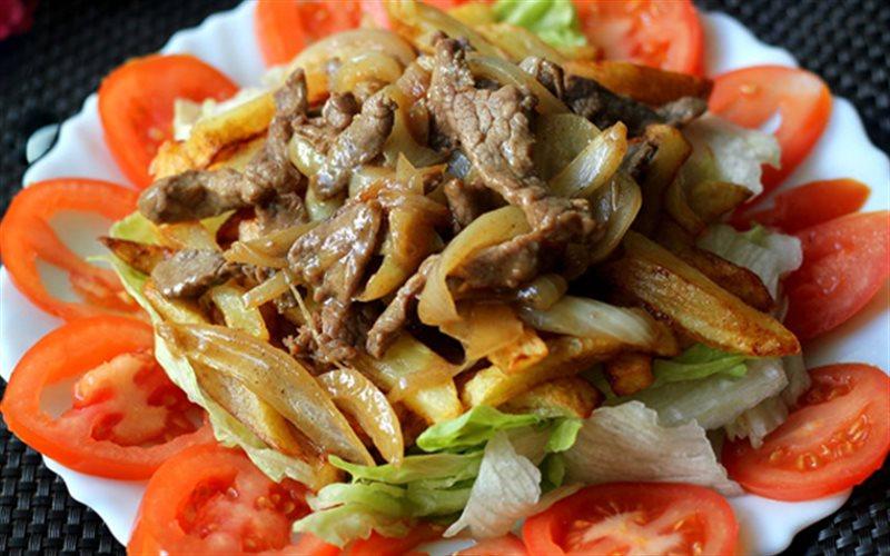 Cách làm Salad Bò Khoai Tây Chiên đơn giản tại nhà