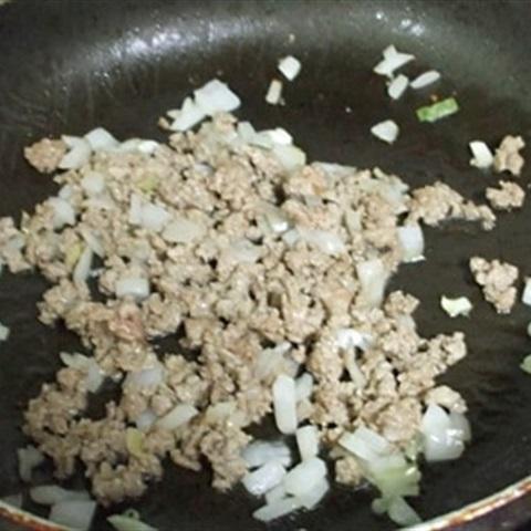 """Trứng cuộn <a href=""""https://www.rongbienhanquoc.net/san-pham.html"""" _fcksavedurl=""""https://www.rongbienhanquoc.net/san-pham.html"""">rong biển</a>, thịt bò băm"""
