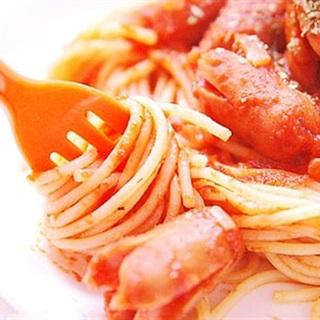 Spaghetti xúc xích sốt cà chua