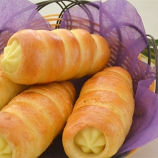 Cách làm bánh mì ốc quế nhân kem trứng