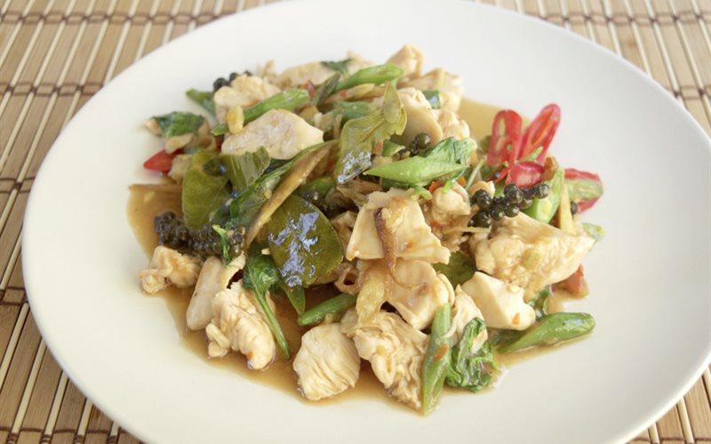 Cách làm thịt gà xào cay Thái Lan