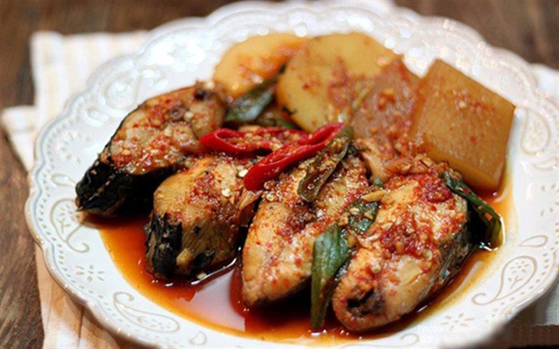 Cách làm cá kho củ cải kiểu Hàn
