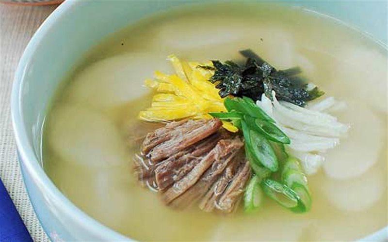 Cách làm canh bánh gạo kiểu Hàn