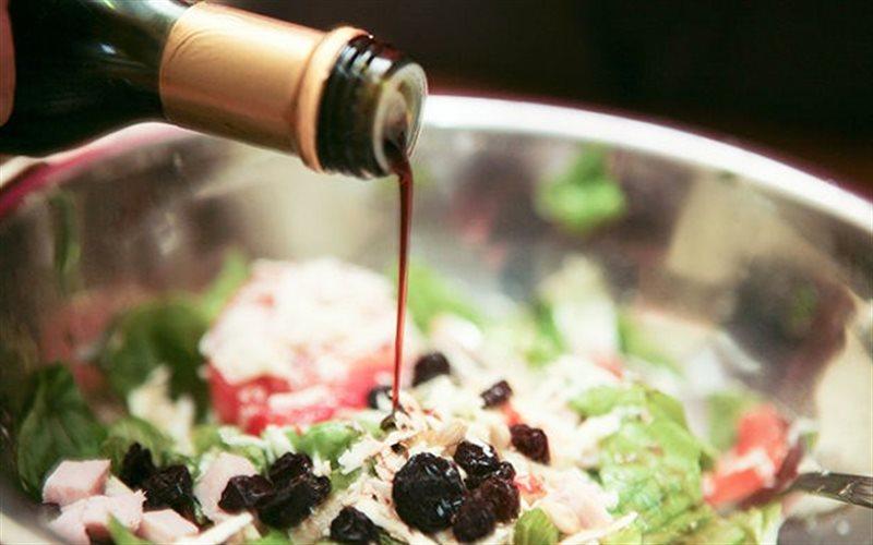 Cách Làm Salad Trộn Rượu Vang Mang Hương Vị Âu