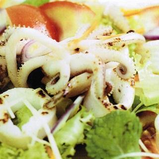 Cách Làm Salad Mực Trộn Rau Đơn Giản, Giòn Ngon