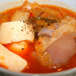 Cách làm Kim Chi Hầm Giò Heo đậm vị thơm ngon khó cưỡng