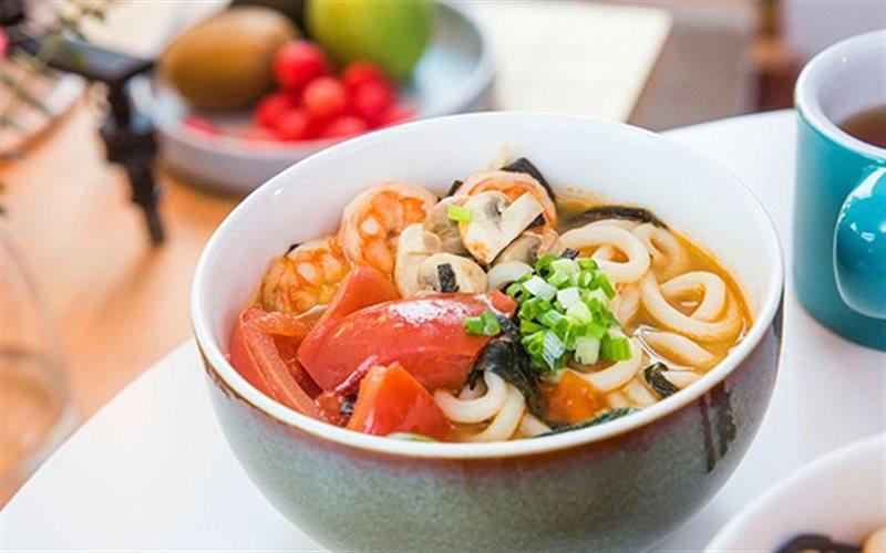Cách Làm Mì Udon Nấu Tôm Đơn Giản Cho Bữa Sáng