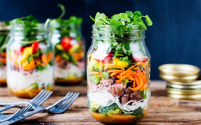 Cách làm Salad Kiểu Thái đóng hộp, chua ngọt hấp dẫn