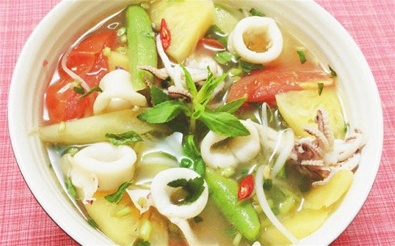 Cách nấu Canh Chua Mực ống với thơm, giá đỗ thanh mát