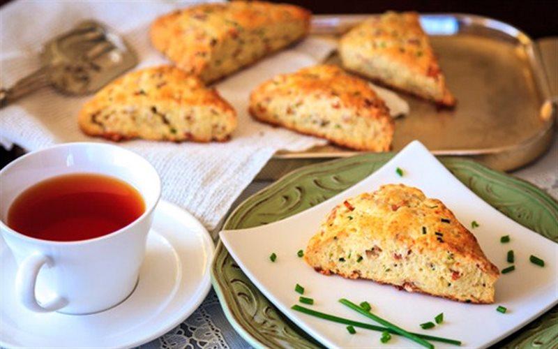Cách Làm Bánh Mì Thịt Xông Khói Hấp Dẫn Cho Cả Nhà