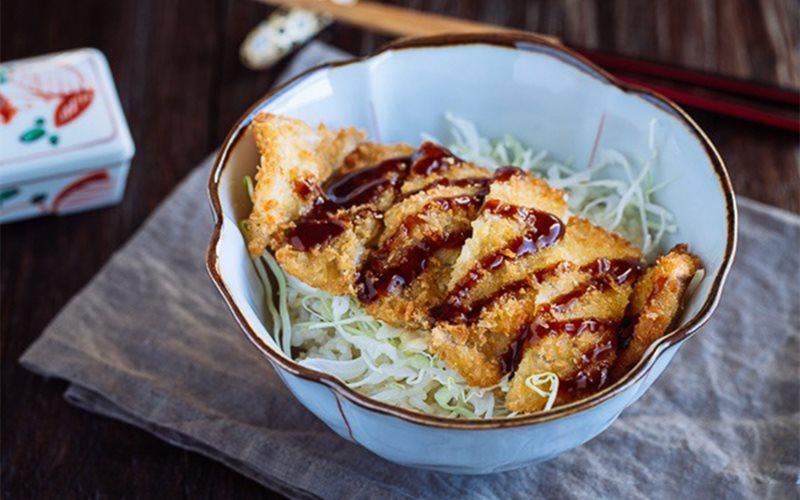 Cách làm thịt heo chiên xù bắp cải - Tonkatsu