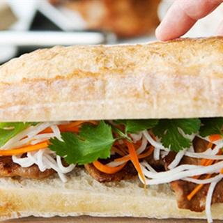 Cách Làm Bánh Mì Kẹp Thịt Áp Chảo Thơm Mềm Hấp Dẫn