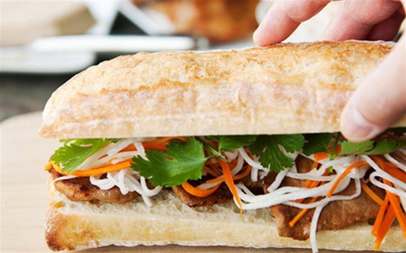 Cách làm Bánh Mì Kẹp Thịt áp chảo thơm mềm, không khô