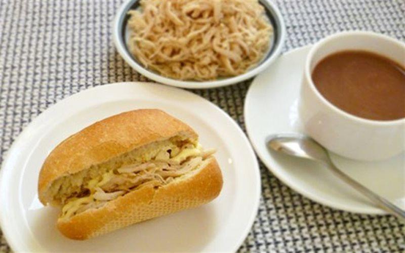 Cách Làm Bánh Mì Kẹp Thịt Gà Đơn Giản Cho Bữa Sáng