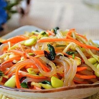 Salad rau mầm trộn bún