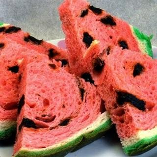 Cách Làm Bánh Mì Hình Dưa Hấu Đẹp Mắt Tại Nhà