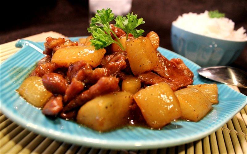 Cách làm thịt chân giò kho củ cải