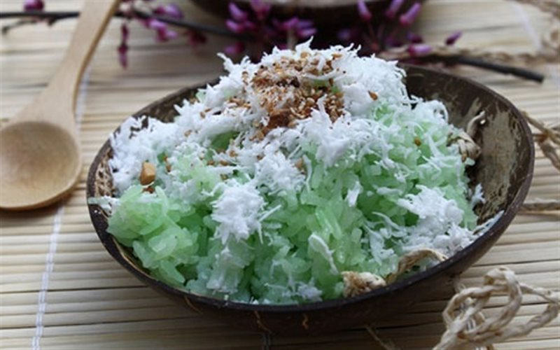 Cách nấu Xôi Lá Nếp thơm lừng với lớp dừa nạo, mè rang