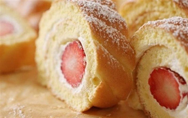 Cách làm Bánh Bông Lan Cuộn Dâu thơm ngon y như ngoài hàng