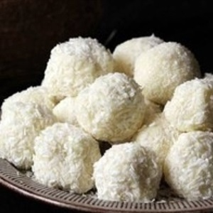 Bánh truffle chocolate tẩm dừa