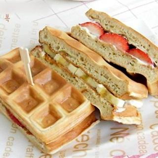 Cách làm bánh waffle dâu chuối