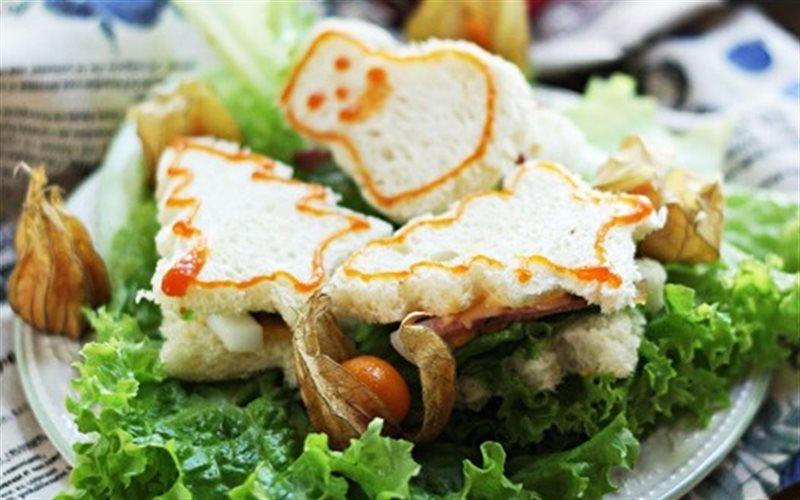 Cách Làm Bánh Sandwich Hình Cây Thông Đơn Giản