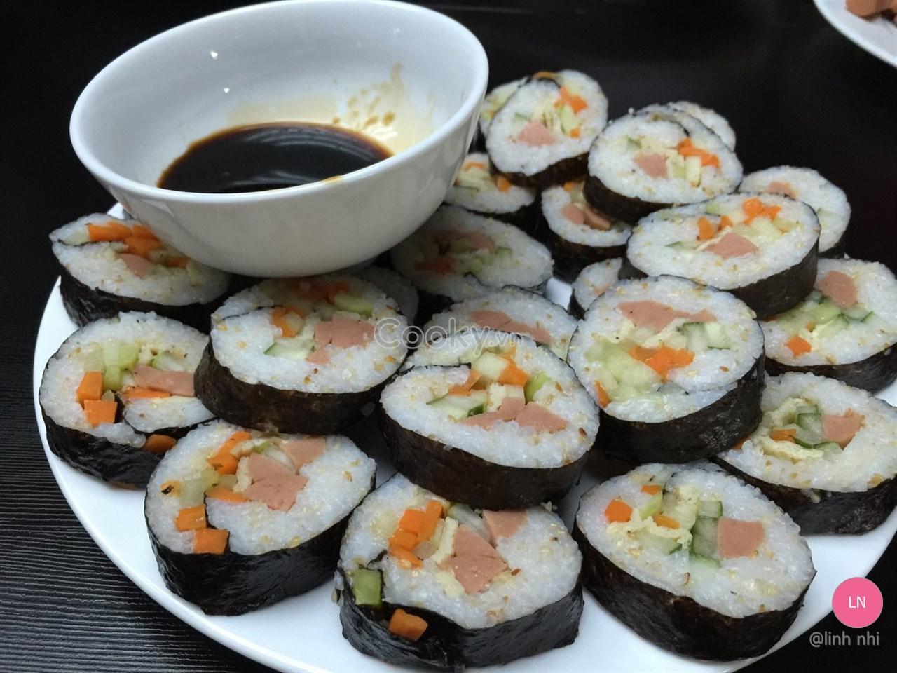 Cách Làm Cơm Cuộn Rong Biển đúng chuẩn Hàn Quốc - Ảnh 2.