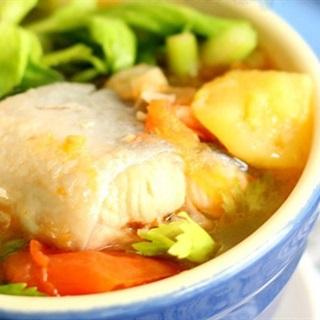 Cách làm canh cá hồi nấu chua