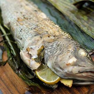 Cách làm cá vược quấn lá chuối nướng