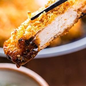 Bento thịt heo tẩm bột sốt BBQ