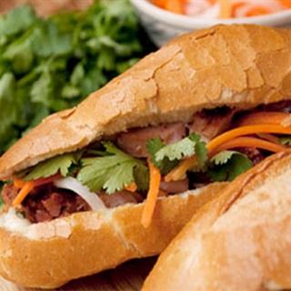 Cách Làm Bánh Mì Chả Cá giòn ngon, không thua ngoài tiệm